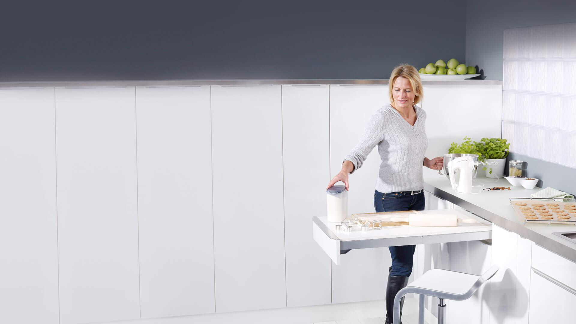 Ausziehtisch als zusätzliche Arbeitsfläche in der Küche