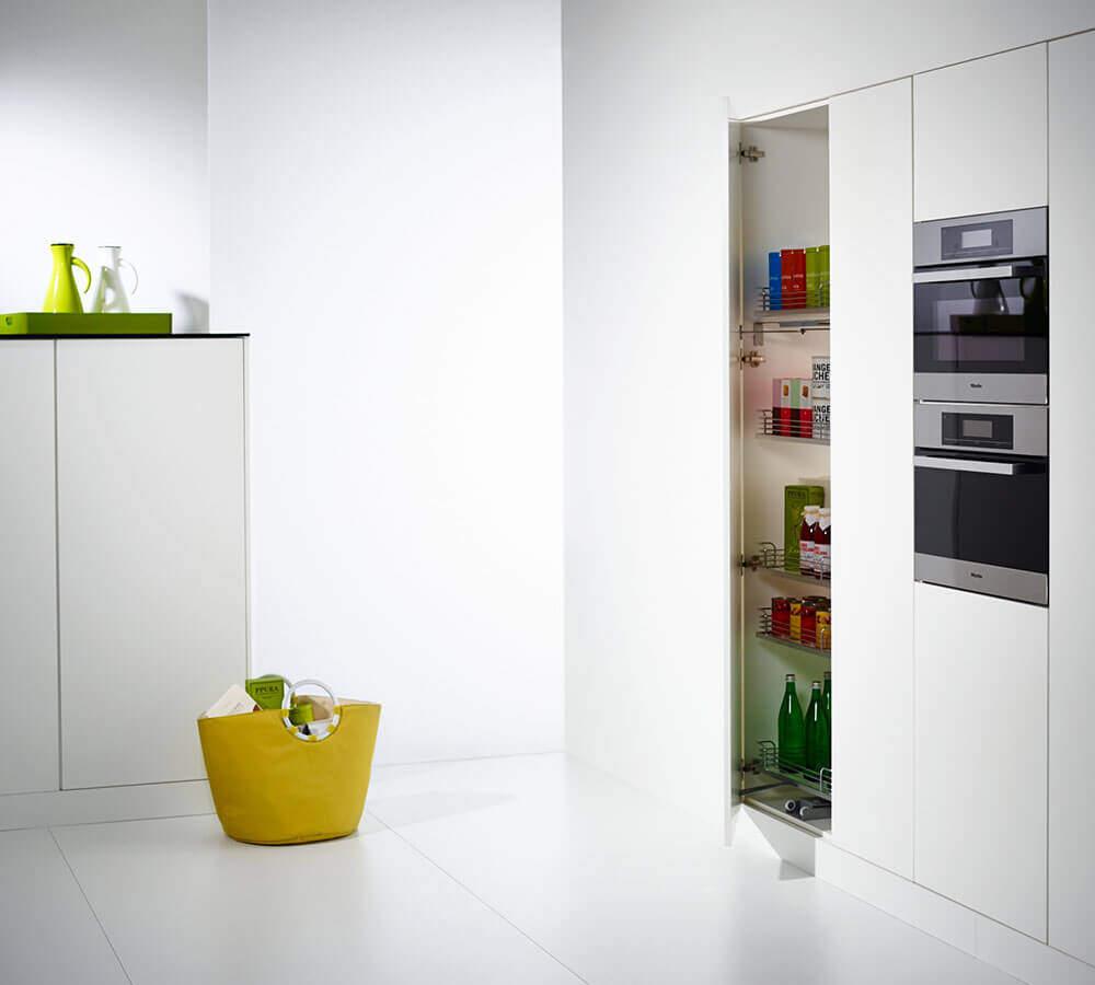 Tandem Solo Küchenschrank leicht geöffnet